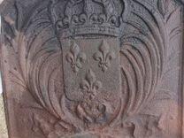 Чугунные внутри каминные плиты